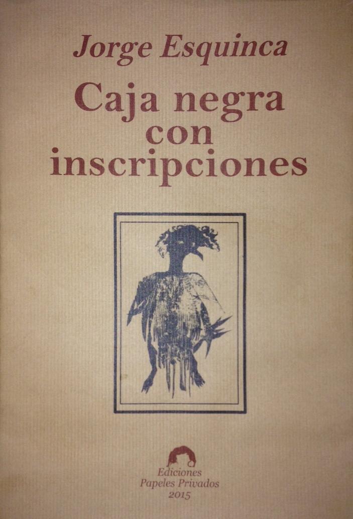 Caja negra con inscripciones