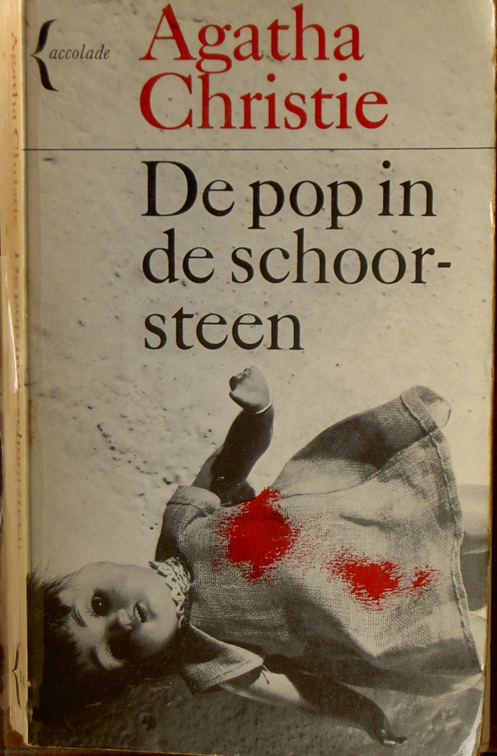 De pop in de schoorsteen