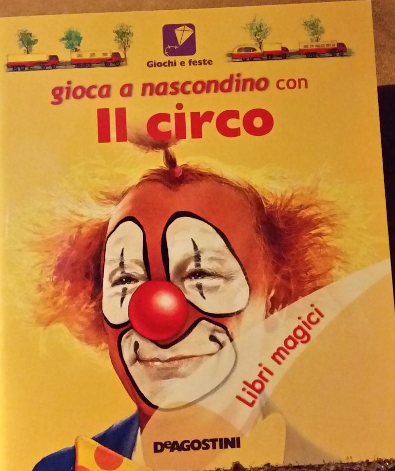 Gioca a nascondino con il circo