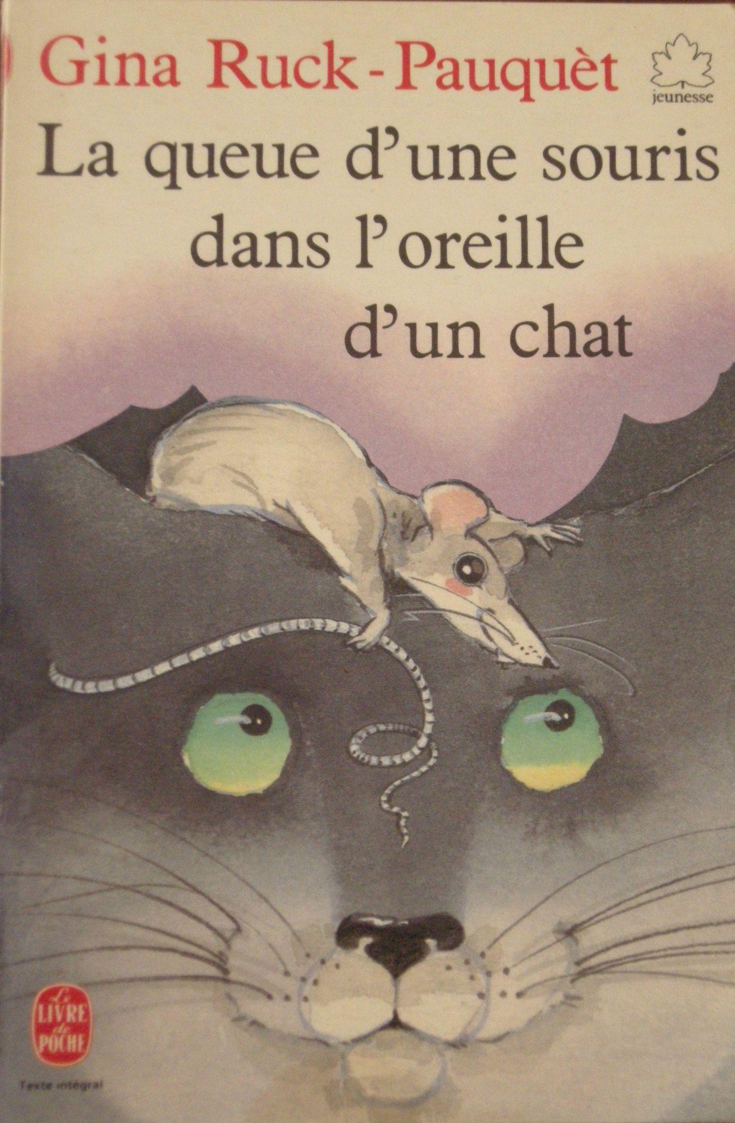 La queue d'une souris dans l'oreille d'un chat