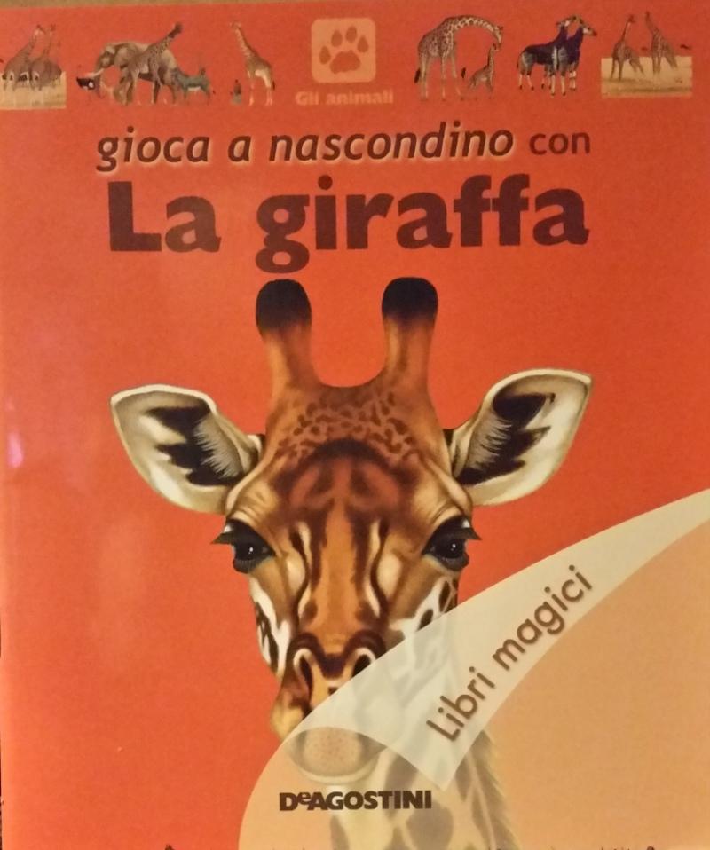 Gioca a nascondino con la giraffa