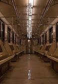 最後一班慢車:最後一班慢車-車上空無一人。
